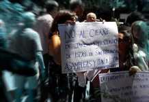 Marcha por cierre del Escuelas en el Delta