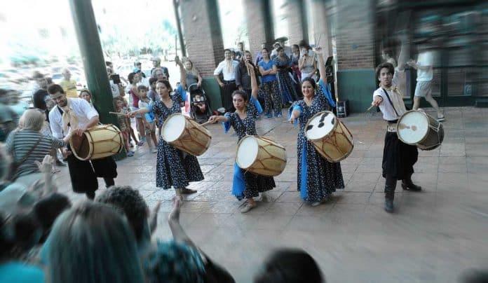 danzas folklóricas, a cargo de la Compañía de Arte Argentino