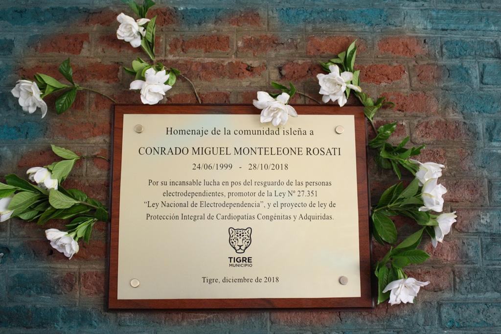 Homenaje a Conrado Monteleone