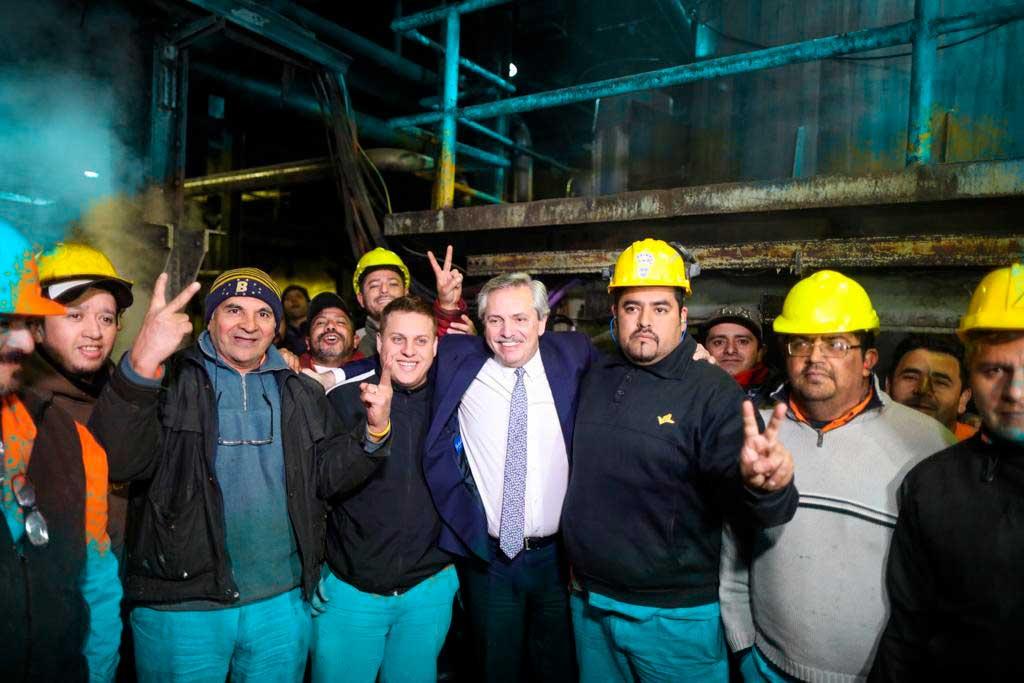 Alberto Fernandez y trabajadores