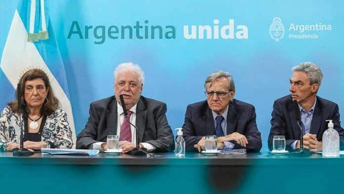 """El ministro de Salud, Ginés González García, indicó que el de los niños y niñas """"no es un grupo de riesgo"""" frente al virus."""
